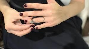 Tips mengakali ukuran cincin yang kebesaran